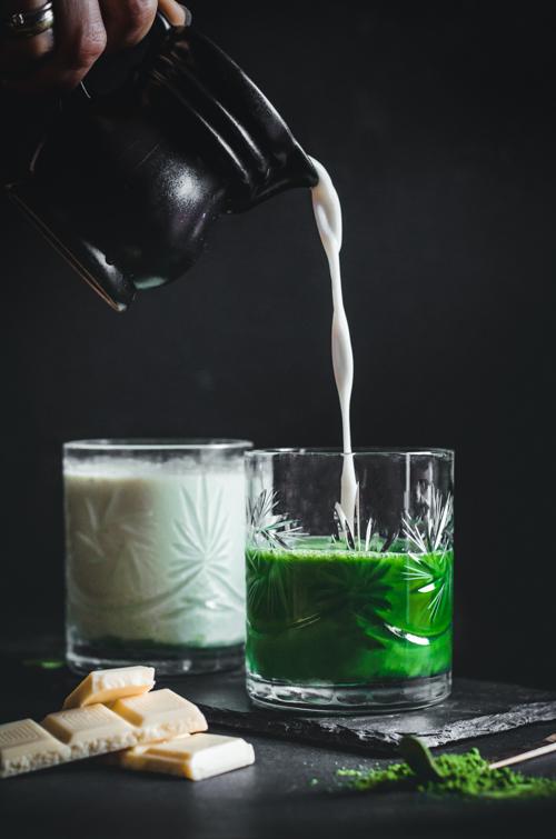 M matcha jeges fehércsokis matcha latte kiöntős