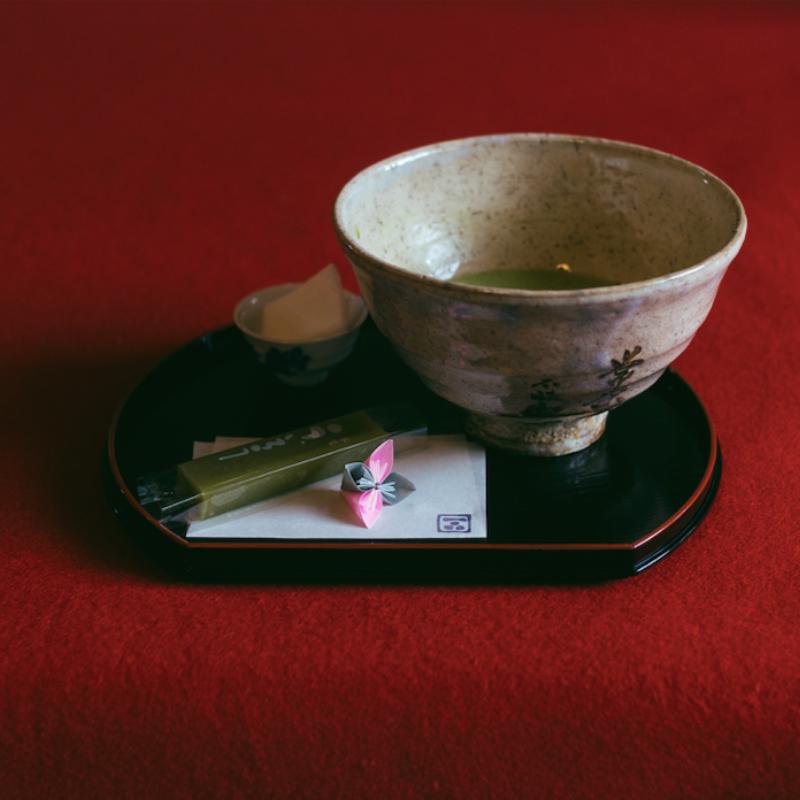 Hogyan zajlik egy japán teaszertartás?